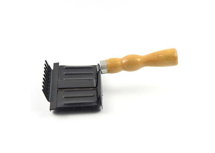 Wooden Handle Horse Grooming Curry Comb Arch Shape For Quick Grooming